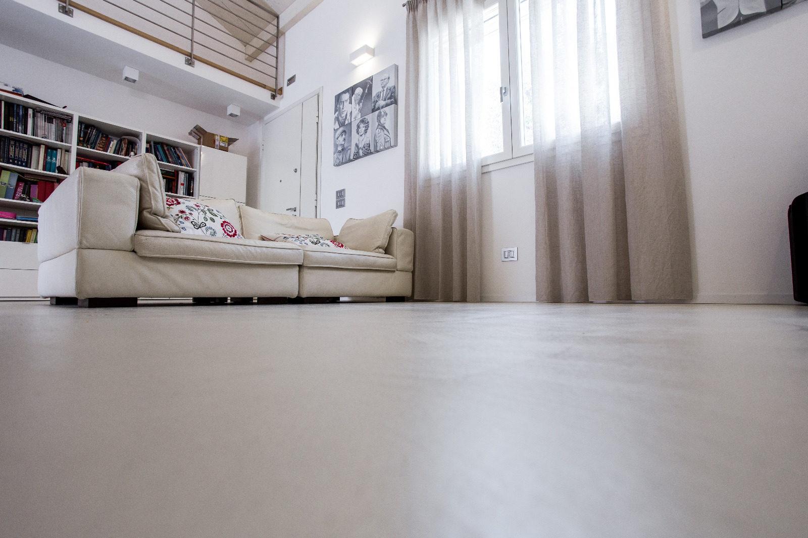 Pavimenti in Biomalta, Malta per Pavimenti - Resiworld - Le biomalte sono ideale per rinnovare i pavimenti ad ambienti privati e pubblici, negozi, uffici... Contattaci! Per qualunque necessità, per un sopralluogo o una quotazione del lavoro, Preventivi per rivestimenti in biomalta e Render gratuito.